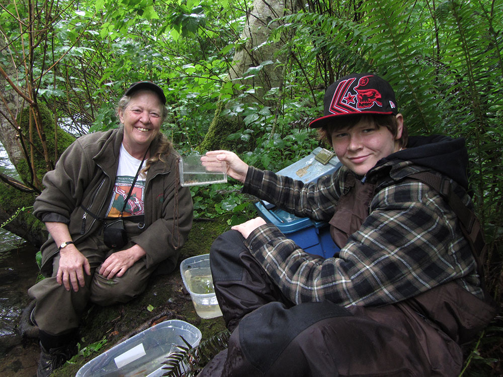 Matt-Rye-and-Wendy-Kotilla-Counting-Salmon-in-Millard-Creek_web