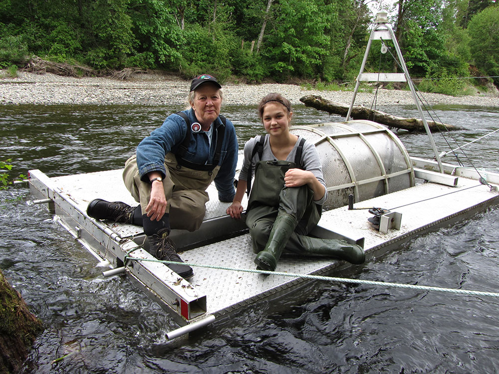 Paege-Ridsdale-and-Wendy-Kotilla-Counting-Salmon-in-the-Tsolum-River_web